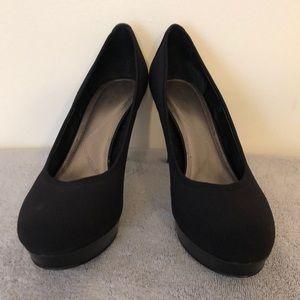 Tahari size 9.5 black platform 4 inch heel EUC